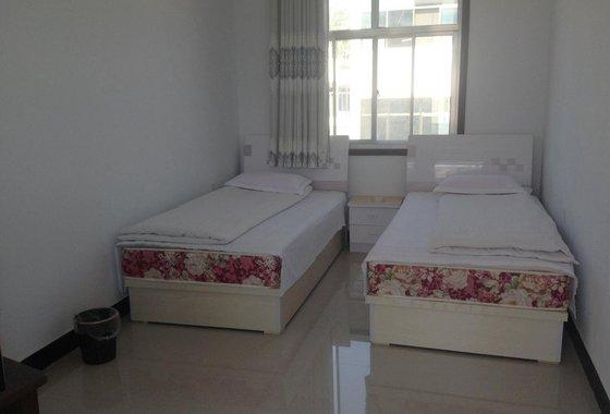 背景墙 房间 家居 酒店 设计 卧室 卧室装修 现代 装修 560_380
