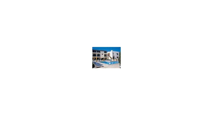 酒店位置 阳光海滩的波拉波拉岛在海边,住客可方便地前往月神公园和阳光海滩。 该酒店紧邻内塞巴尔体育场及Action 水上乐园。 客房 有 41 间空调客房提供冰箱;您定能在旅途中找到家的舒适。客房设有私人阳台。免费无线上网让您与朋友保持联系;有线节目可满足您的娱乐需求。便利设施包括电话;如有需要,还可提供熨斗/熨板和折叠床/加床。 设施 享受室外游泳池等度假设施,或者到花园欣赏美景。此酒店的其他设施包括免费无线上网、公共区电视和旅游/票务服务。 餐饮 您可以到这家餐厅享用一顿美餐;也可以选择酒店的部分时段
