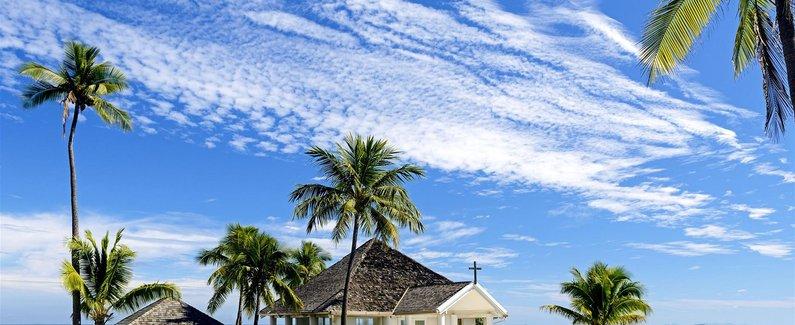 酒店位置 楠迪的丹娜拉岛喜来登别墅酒店在水滨,只需几分钟便能到达丹娜拉高尔夫和网球俱乐部,而且靠近丹娜拉码头。 该 5 星级度假村位于丹娜拉港码头和维洛艾洛海滩附近。 客房 82 间空调客房提供备有大冰箱和炉灶台的厨房;您定能在旅途中找到家的舒适。客房设有私人备有家具的阳台或露台。带有卫星节目的 32 英寸液晶电视可满足您的娱乐需求;同时提供免费无线上网,帮助您与朋友保持联系。便利设施包括电话,以及可存放笔记本电脑的保险箱和书桌。 设施 您可到 SPA 慰劳一下自己,这里提供按摩、身体护理和面部护理。在高