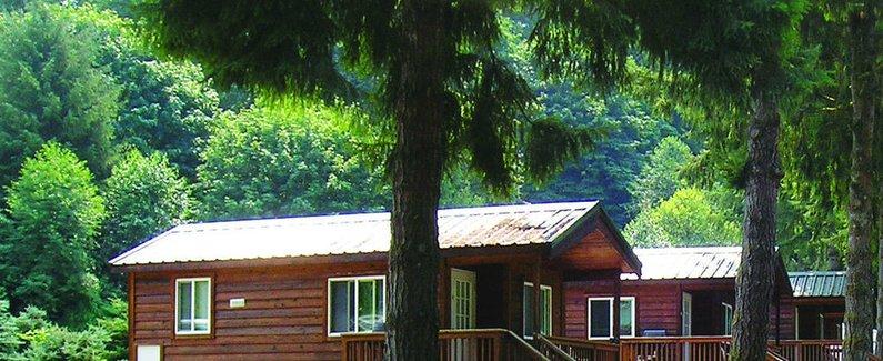 酒店位置 雷鸟房车及营地度假村位于门罗,距离华盛顿大学博塞尔校区 21.1 英里(33.9 公里),距离红色浪尖啤酒厂 21.5 英里(34.5 公里)。 此家居型小木屋距离沙托圣米歇尔酒厂 21.6 英里(34.8 公里),距离艾弗里特社区学院 23.7 英里(38.1 公里)。 设施 您可充分利用SPA 浴缸等度假设施,此外还有免费无线上网和游乐厅/游戏室等。此小木屋的其他特色包括野餐区和烧烤炉。 商务及其他服务设施 酒店提供免费自助停车。