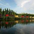 任丘欢乐水世界木屋别墅度假村外观图