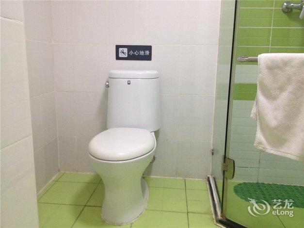 【7天连锁酒店(天津火车站新开路店)】地址:河东区路