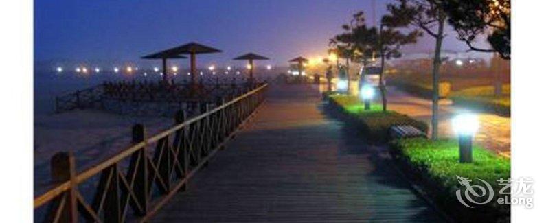 【青岛黄金沙滩碧海蓝天海景公寓】地址:黄岛薛家岛