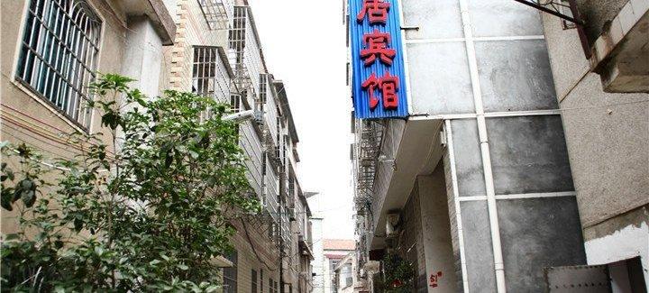岳阳市理工学院东南交界处大门左侧肖家咀100米