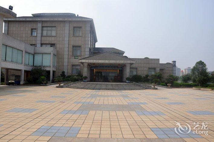 【萍乡迎宾馆】地址:安源经济开发区玉湖路1号(湖心区