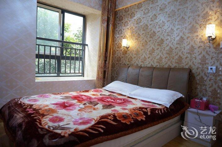 成都东站百合公寓   就是家庭旅社,小区里居民楼改的五个房间,厕所还