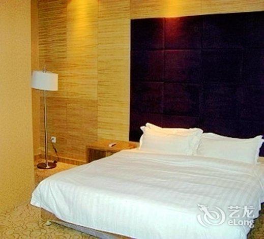 背景墙 房间 家居 酒店 设计 卧室 卧室装修 现代 装修 835_470