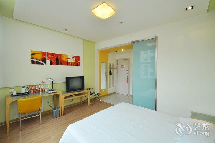 背景墙 房间 家居 酒店 设计 卧室 卧室装修 现代 装修 626_470