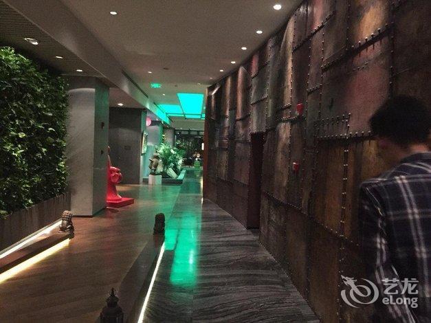 【上海外滩英迪格酒店】地址:黄浦区中山东二路585号