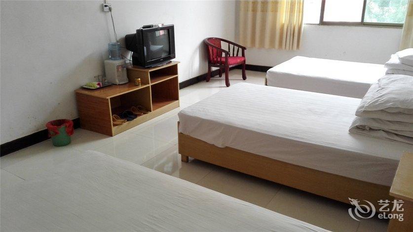 背景墙 房间 家居 酒店 设计 卧室 卧室装修 现代 装修 836_470