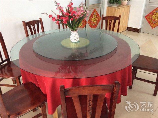 毗邻灵山岛风景区,酒店设有各种温馨客房