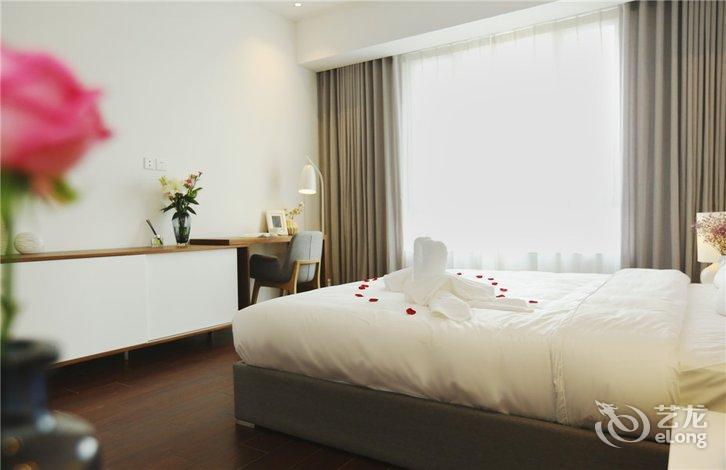 背景墙 房间 家居 酒店 设计 卧室 卧室装修 现代 装修 726_470