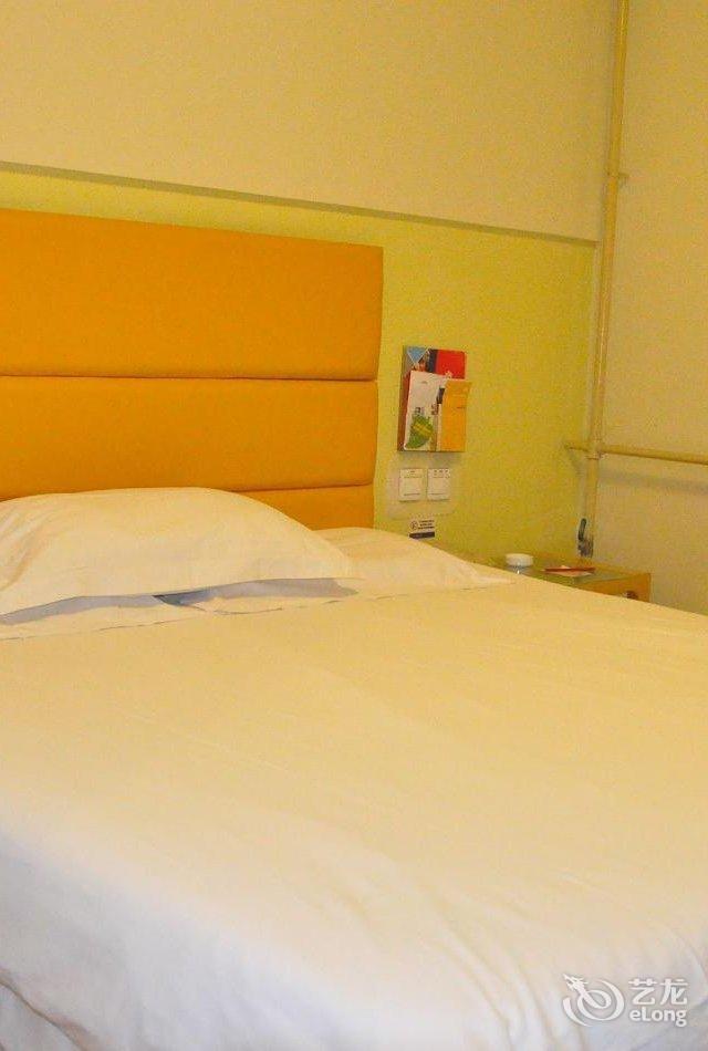 背景墙 房间 家居 酒店 设计 卧室 卧室装修 现代 装修 640_950 竖版