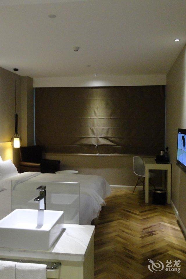 四季青藤旅店(宁波天一广场店)街景双床房