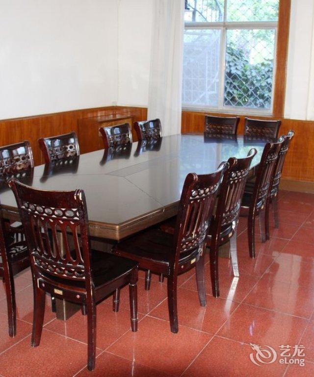 长城家具实木餐桌