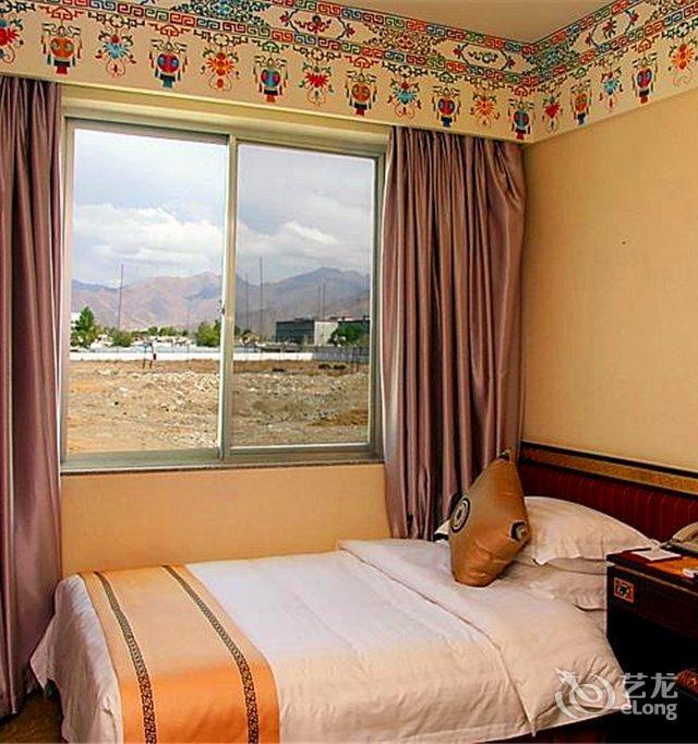 背景墙 房间 家居 酒店 设计 卧室 卧室装修 现代 装修 640_682