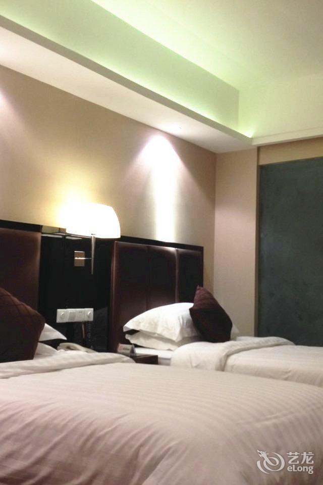 背景墙 房间 家居 酒店 设计 卧室 卧室装修 现代 装修 640_960 竖版