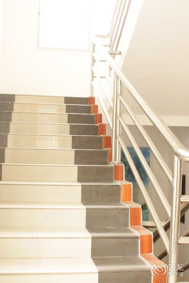 100平方米套房三房平面设计图展示