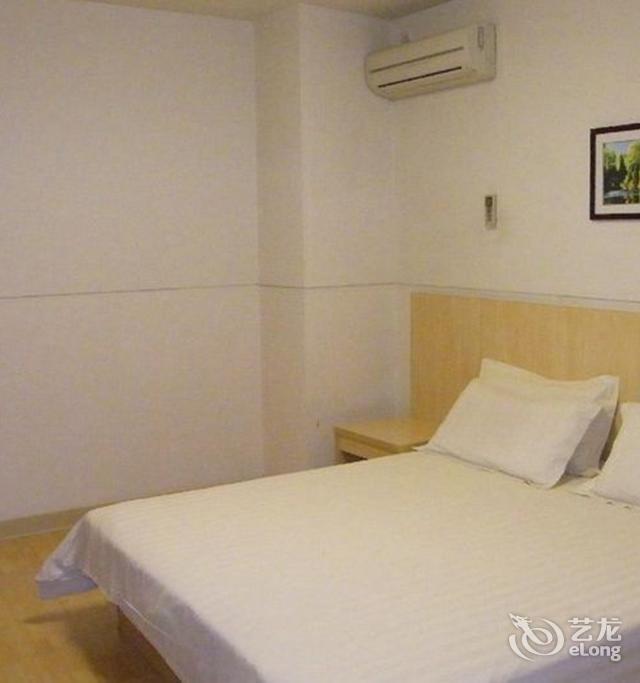 背景墙 房间 家居 酒店 设计 卧室 卧室装修 现代 装修 640_683