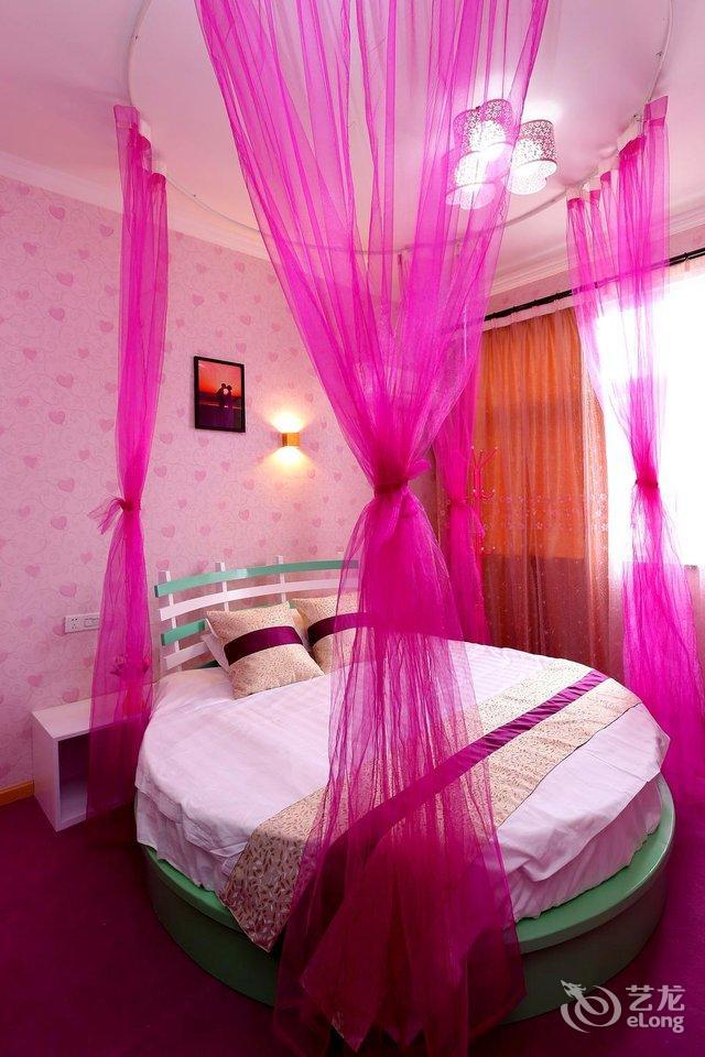 卧室欧式粉色圆床