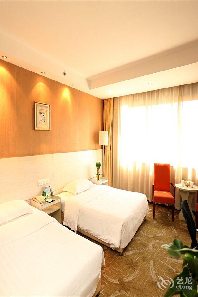 青岛华能宾馆设有普通客房区和商务客房区共计13