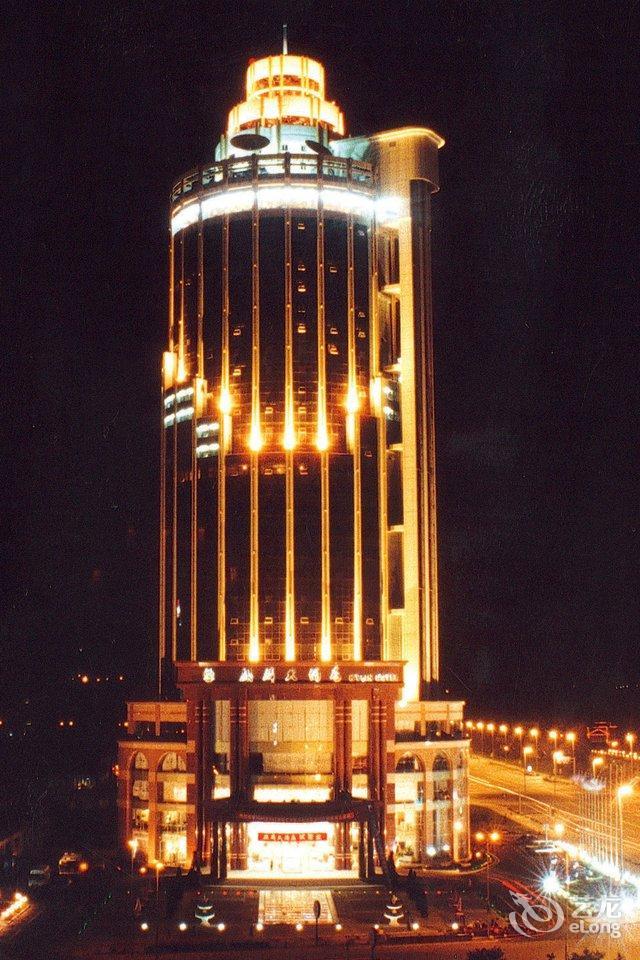 酒店主楼为现代欧式建筑