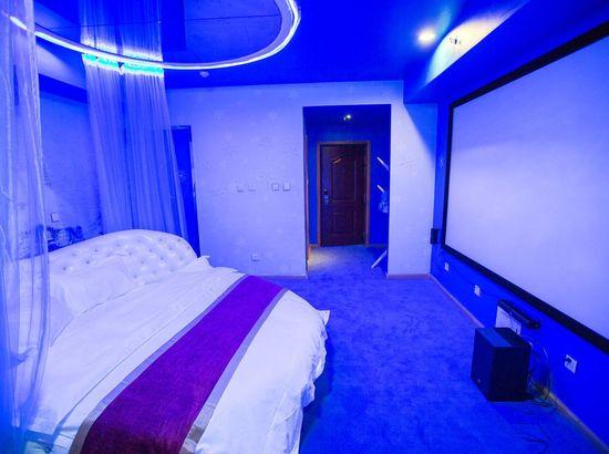 唐山IDO红色式情侣影院万达店酒店丝袜情趣内衣番号图片