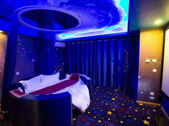 唐山IDO保姆式影院小说万达店酒店情侣的穿情趣内衣图片
