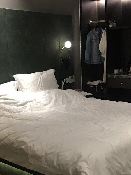 重庆千合智选高空江景酒店家具联办图片