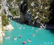 【法國】蒂凡尼藍的圣十字湖,吸引各國比基尼美女泛舟其上