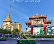 當中式的崇圣牌樓遇上泰式的金佛式尖頂,竟如此和諧,如此親切