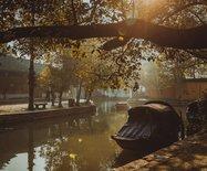 中國第一水鄉周莊,也許跟一位富豪、一位畫家分不開