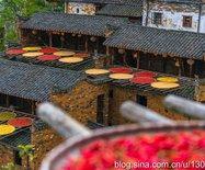 国内最具色彩感的屋顶,就在一个小山村