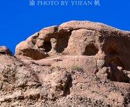 金昌汉明长城旁边遇见神秘丹霞地貌,悬崖上惊现天然佛像