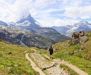 乘?#20998;?#38081;路赏阿尔卑斯雪山之巅