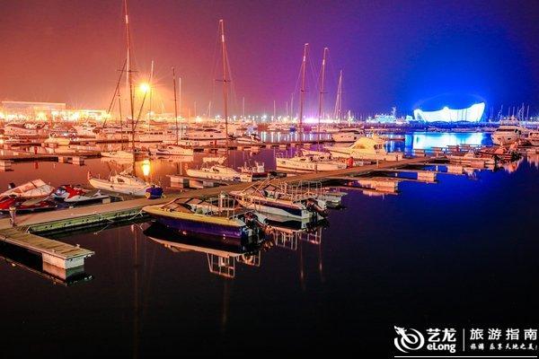 青岛奥帆中心景区位于青岛市区东部浮山湾畔,与青岛市标志性景点