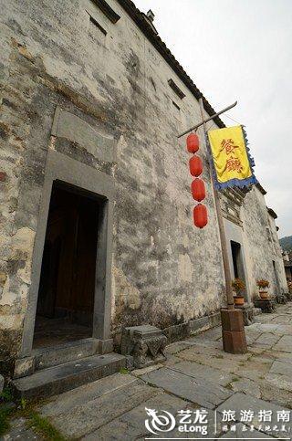 餐厅的门口,很有古代饭店的感觉图片