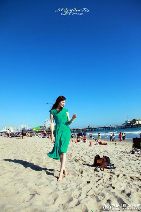 我的青春我做主,夏天到了,疯狂一夏!享受夏日的加州海滩、烈日骄阳、碧海蓝天,看看bikini美女,恩,Santa Monica,我来尽情享受我的青春了!第一站选择Santa Monica不只是冲着这里的名气而来,这里也是离机场最近的一站。下了飞机,拎着行李,一路狂奔到Santa Monica,一下车就有浓浓的热带气息扑鼻而来,风中夹杂着海水淡淡的咸味儿,已经迫不及待的要去沙滩上狂奔。 交通贴士:从机场到Santa Monica只需先搭乘机场免费Shuttle Bus到公车站再坐Big Blue Bus
