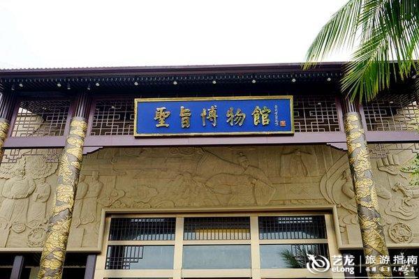 """区中还有一个""""圣旨博物馆"""",馆中以实物和文字的形式向游客介绍"""
