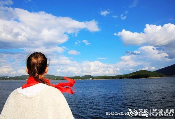 漂在镜泊湖上,看那山那水那云