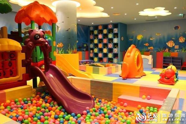对于家庭亲子游来说,儿童游乐中心是一大亮点,父母可以陪孩子在此