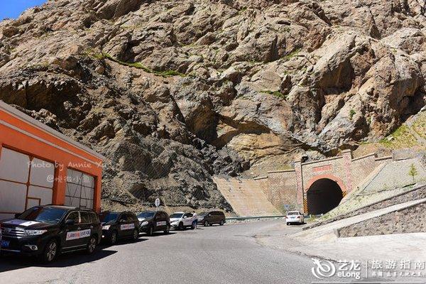 铁力买提达坂隧道在新疆的天山深处