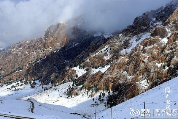 """""""江山如此多娇""""几个大字在阳光的映衬下格外醒目,漂亮,气势恢宏."""