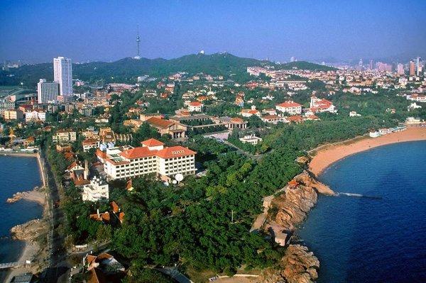 """八大关是最能体现青岛""""红瓦绿树,碧海蓝天""""特点的风景区,位于山东"""