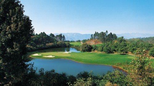 白石岭温泉高尔夫球会旅游