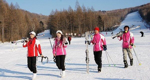 日月峡滑雪场图片