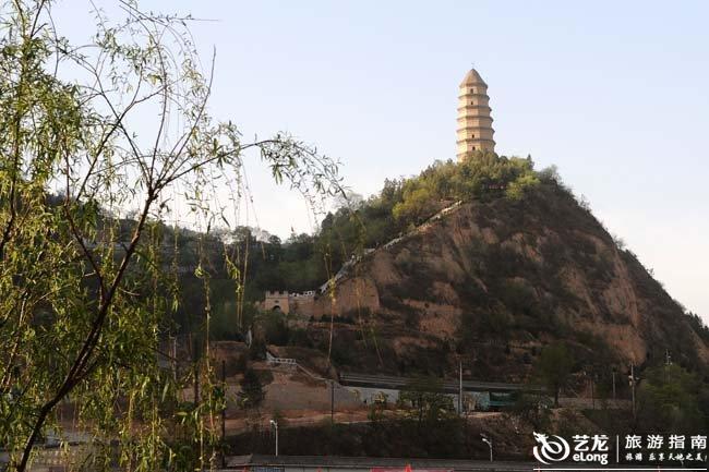 延安宝塔山远景图片