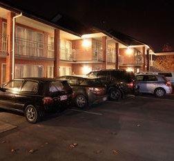 克兰弗橡树汽车旅馆