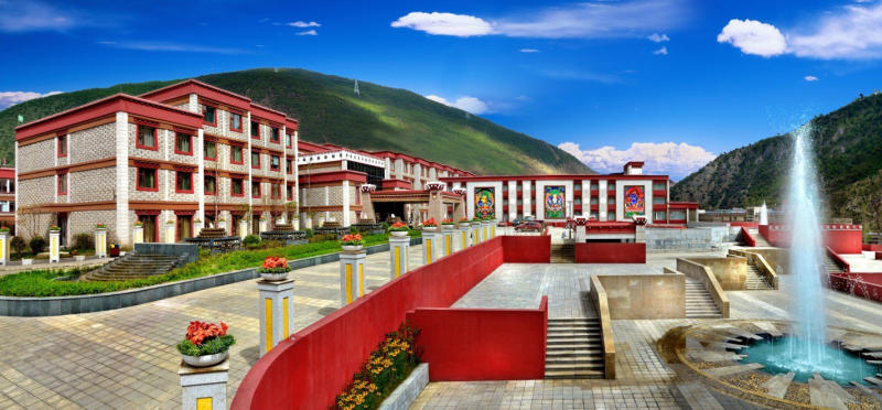 Crowne Plaza Yading Over view