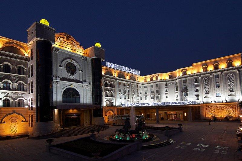 Blue Horizon Royal Parklane International Hotel Over view